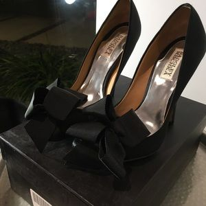 Black Satin pump with bow